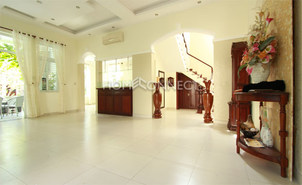 Gorgeous Villa For Rent In An Enclosed Compound in An Phu