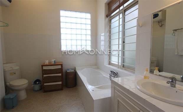 : Cozy Townhouse in District 2 for Lease