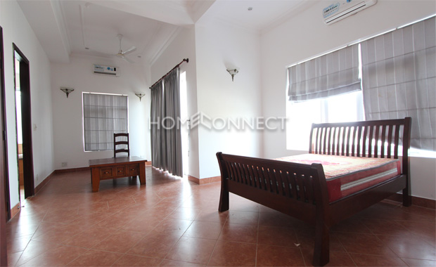 Unfurnished Contemporary Home for Rent in Chien Thang Compound
