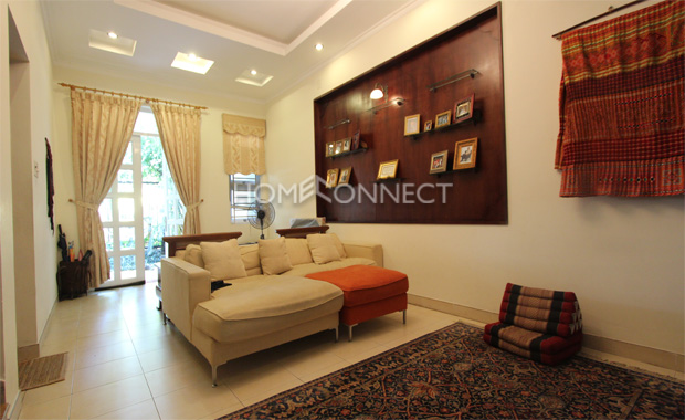 living 2-house-for-rent-in-compound-vc020199