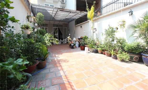 Front-yard-house-for-rent-in-district 2-pv020327