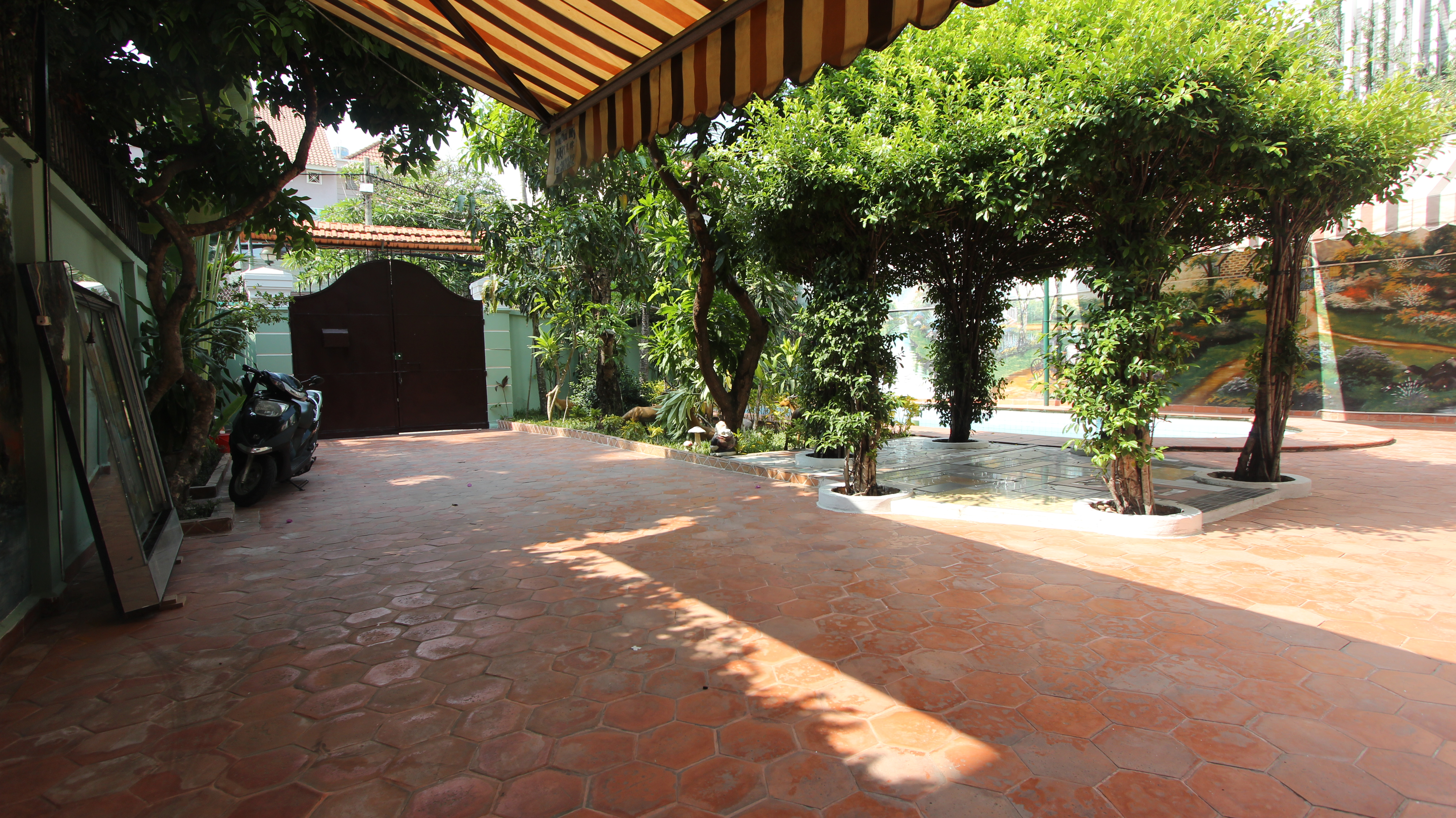 Front- yard-house-for-rent-in-district 2-pv020034