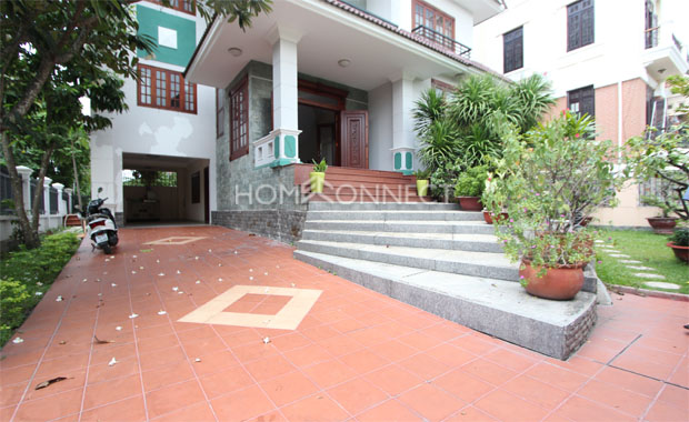 Front-yard-house-for-rent-in-compound-in-thao-dien-in-district 2-vc020034