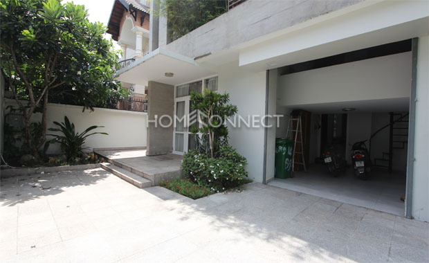 Front-yard-house-in-compound-for-rent-in-thao-dien-in-district 2-vc020023
