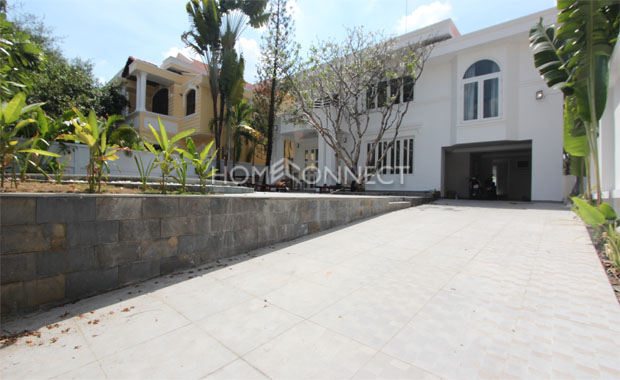 Front-yard-house-in-compound-for-rent-in-thao-dien-in-district 2-vc020384