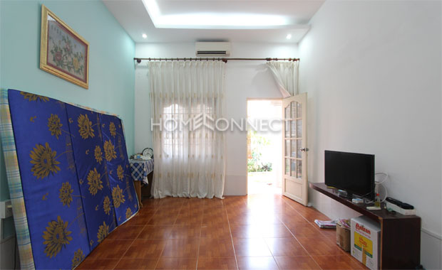 Small compound villa in Thao Dien for rent