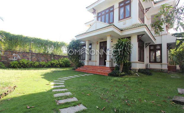 yard-beautiful-villa-in-compound-near-Tran-Nao-district 2-vc020386