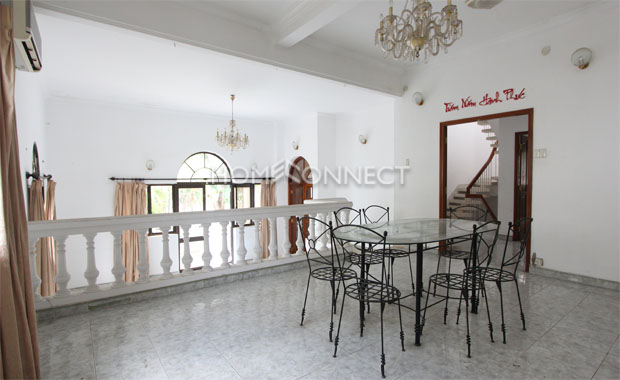 livingroom-Phu Nhuan-compound-classical-style-villa-for-lease-vc020398