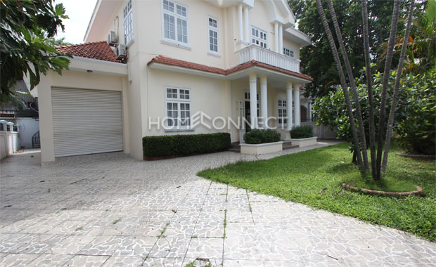driveway-quiet-Green Field-villa-in-compound-for-lease-in-district 2-vc020299