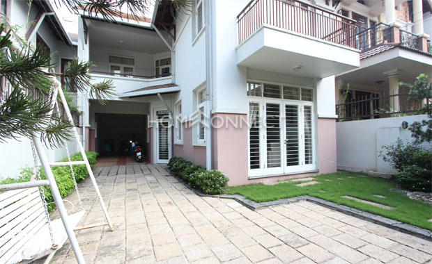 front-yard-cozy-private-townhouse-near -BIS-for-rent-in-Thao Dien-th020318