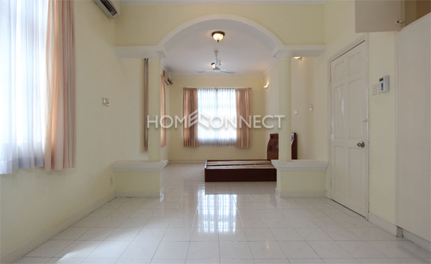 Quiet Green Field Villa in Compound for Lease in District 2