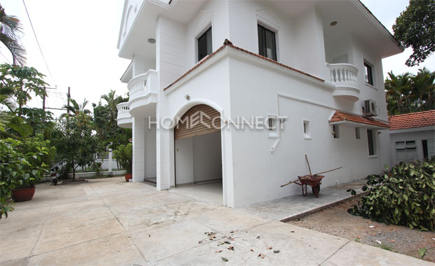 yard-HCMC-unfurnished-villa-in-compound-for-lease-vc020388