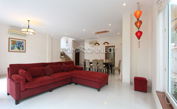 living-room-house-for-rent-in-compound-vc020118