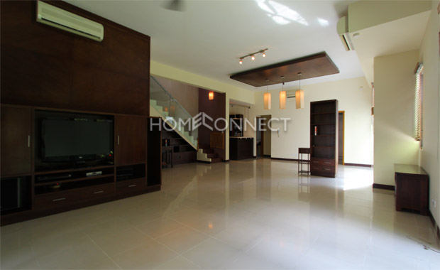living-room1-house-for-rent-in-compound-vc020410
