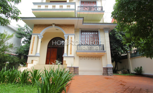 front-yard-house-for-rent-in-thao dien-pv020027