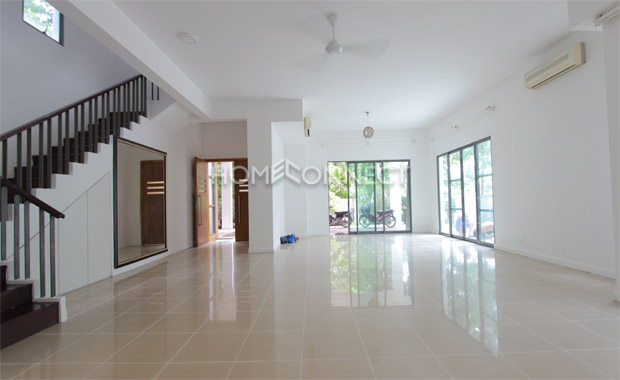 living-room1-house-for-rent-in-compound-vc020274